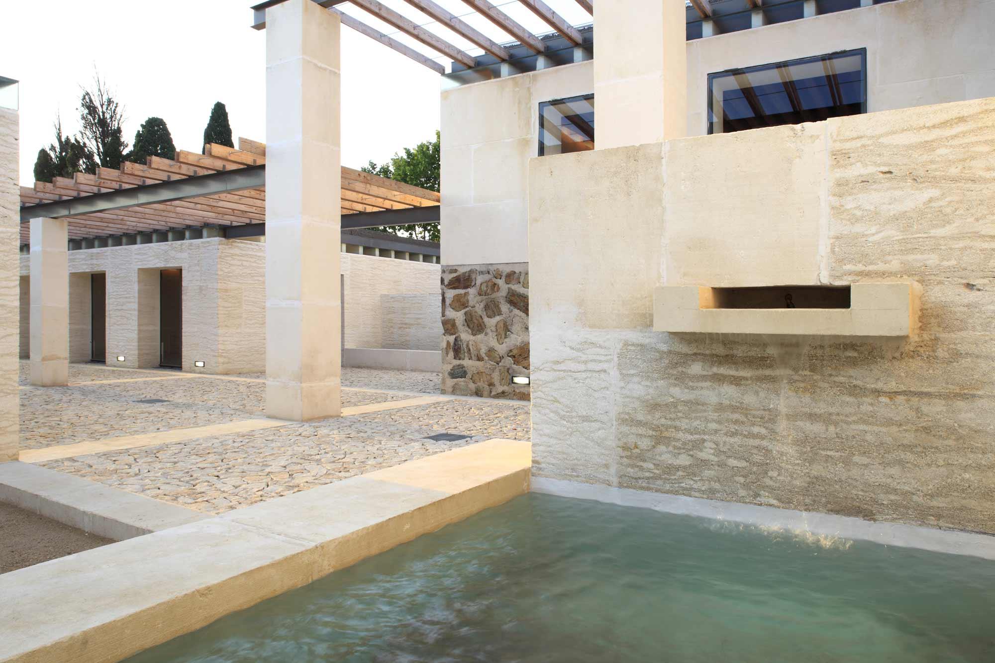 Maison des vins jardin amp lographique le off dd for Jardin des vins 2016 sion